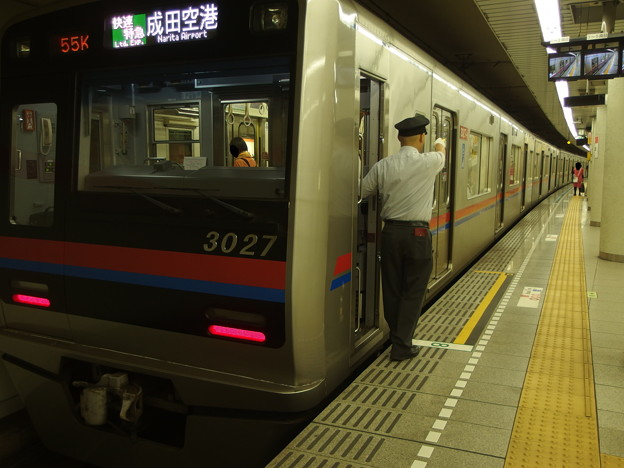 都営浅草線五反田駅2番線 京成3027快速特急成田空港行き側面よし