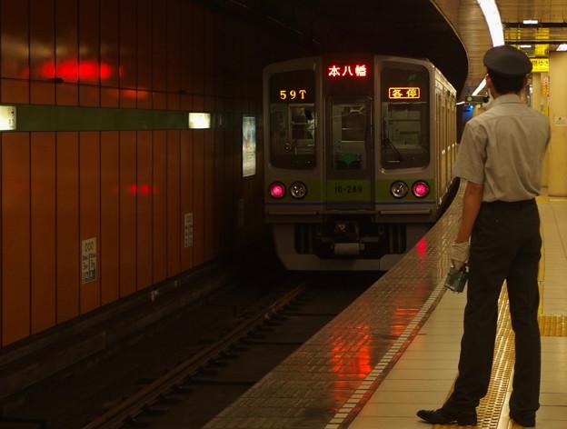 都営新宿線浜町駅2番線 都営10-280F各停本八幡行き前方確認