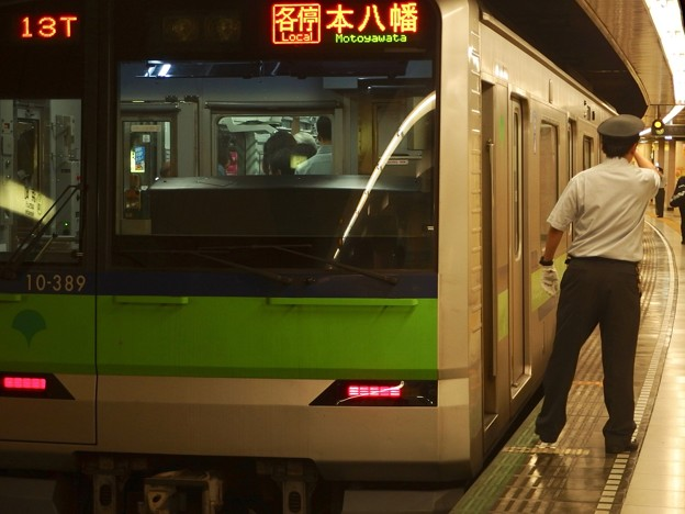 都営新宿線浜町駅2番線 都営10-380F各停本八幡行き側面よし