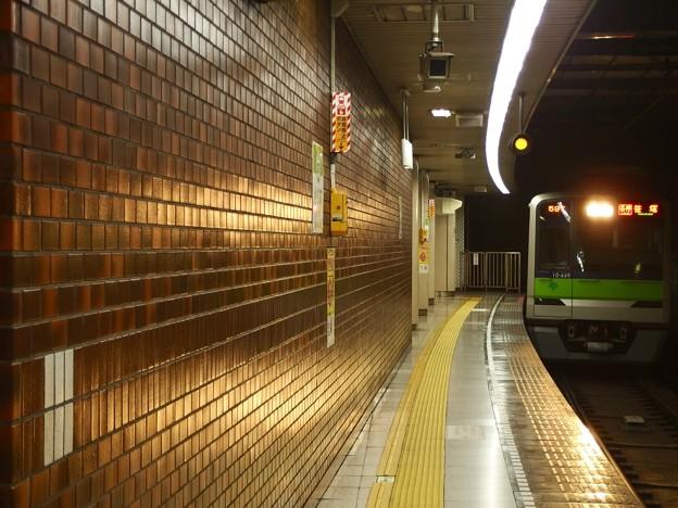 都営新宿線小川町駅3番線 都営10-440F各停笹塚行き進入