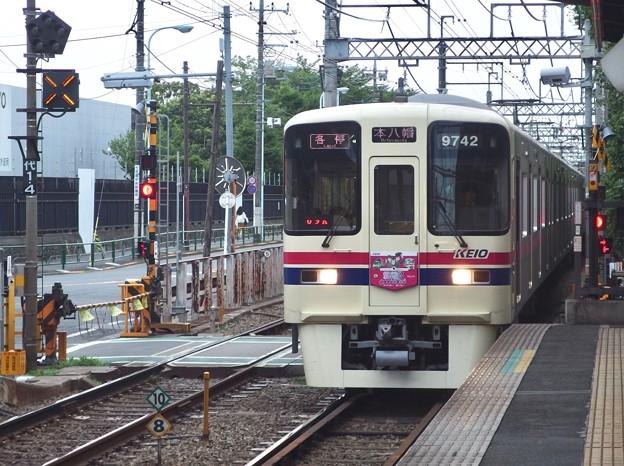 京王線代田橋駅2番線 京王9042F各停本八幡行き進入