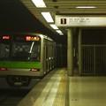 京王新線初台駅1番線 都営10-390F各停八幡山行き前方確認