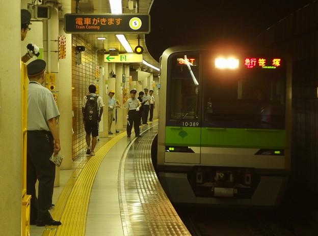 都営新宿線篠崎駅1番線 都営10-380F急行笹塚行き通過