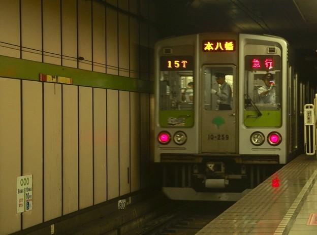 都営新宿線篠崎駅2番線 都営10-250F急行本八幡行き後方よし