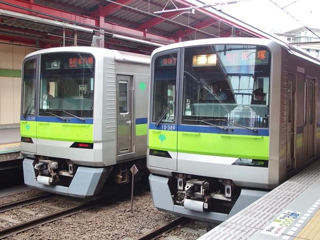 Photos: 都営新宿線船堀駅1番線 都営10-380F急行笹塚行き並び