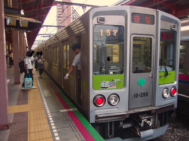 都営新宿線船堀駅1番線 都営10-250F急行笹塚行き停止位置よし