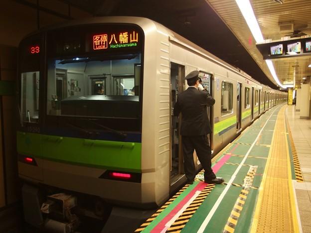 都営新宿線大島駅1番線 都営10-390F各停八幡山行き笛扱い