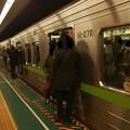 写真: 都営新宿線大島駅4番線 都営10-270F各停本八幡行きラッシュ