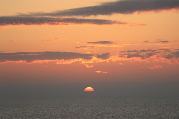 Photos: 日本海に沈む夕日