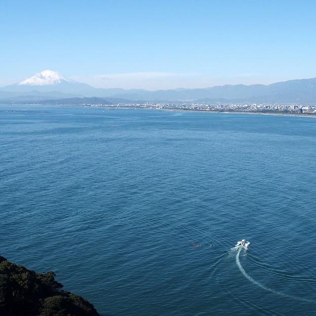 写真: 江の島シーキャンドルから2