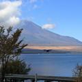 写真: 富士山とドローン