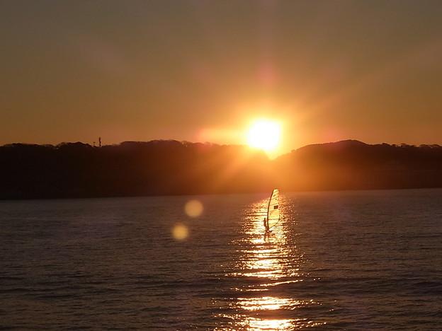 写真: 坂ノ下から初日の出を見る