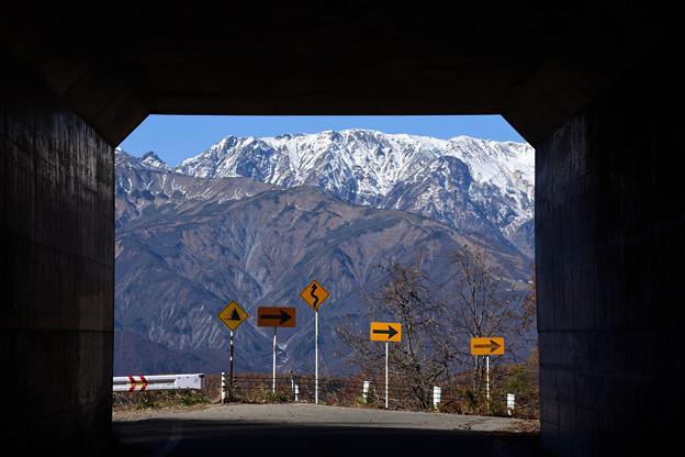 白沢洞門より望む秋の北アルプス