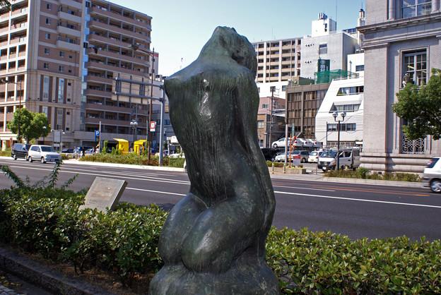 海岸通の彫刻_002