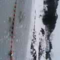 雪の壁の道を通り抜け真冬のダムに行くなんて、スキー客でもないのになかなかの根性よ、あたし達(自画自賛)。水墨画のような雪山の景色が見たかった。ダム湖の水が凍っていて美しい* #鯖石川ダム