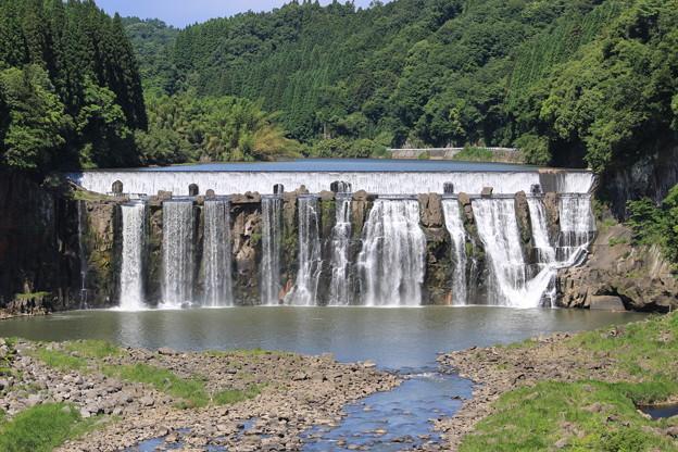 沈堕の滝(雄滝全景)