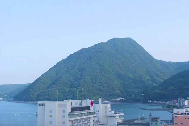高崎山をのぞむ