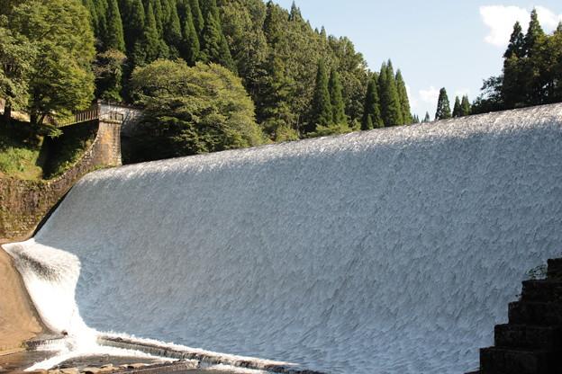 白水ダム近景