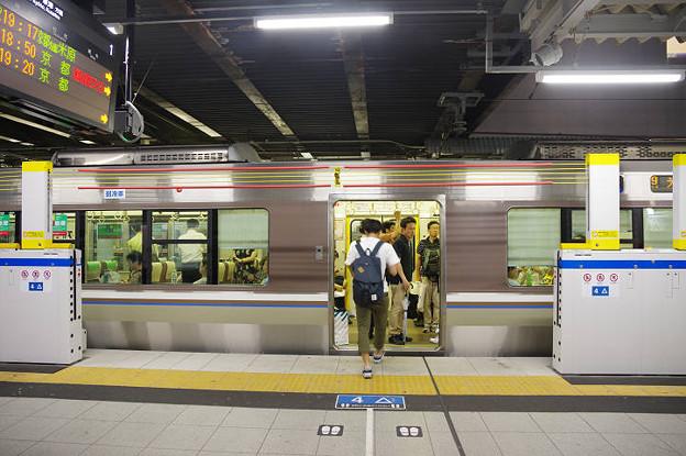 s5172_高槻駅1番線ホーム保護バー_上昇状態