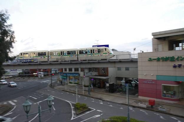 s8535_山万ユーカリが丘線ユーカリが丘駅を発車