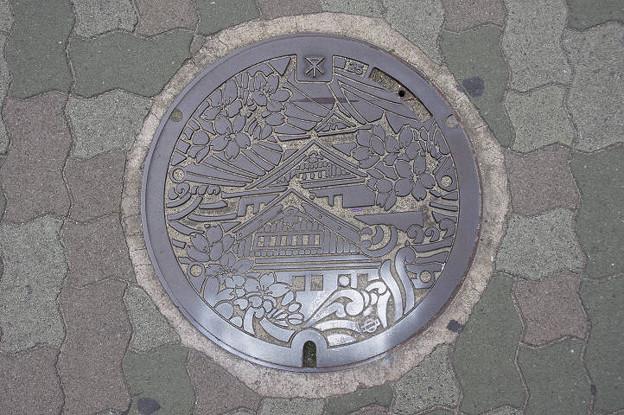 s9695_大阪市マンホール_大阪市交マルコマーク