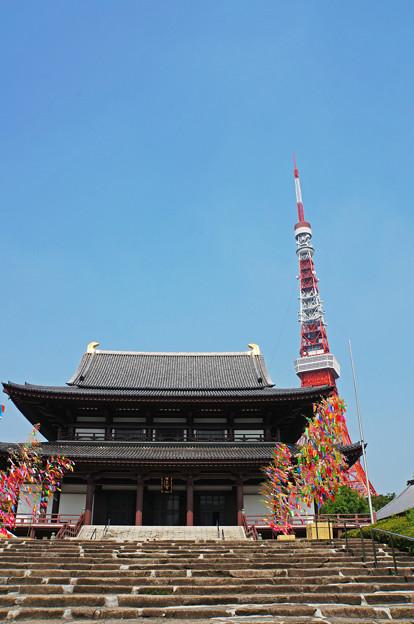 寺とタワーと七夕飾り
