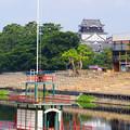 写真: 舟と城
