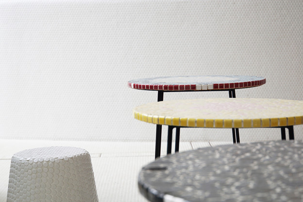 写真: テーブルと椅子