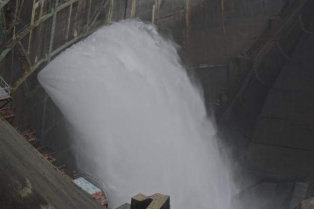 黒部ダム観光放水