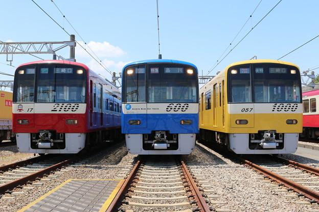 京急2100形 2117F・600形 606F(ブルースカイトレイン)・新1000形 1057F(イエローハッピートレイン)