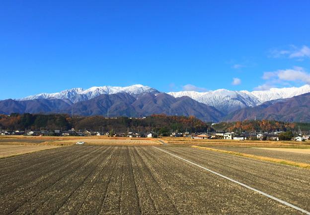 雪化粧した中央アルプスの山並み