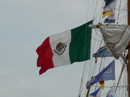 090601-新港 メキシコ帆船+護衛艦 (3)