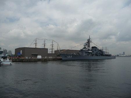 090601-新港 メキシコ帆船+護衛艦 (5)