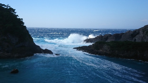 台風22号翌日の海