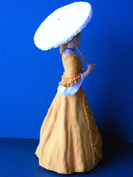 ビクトリア調人形オレンジ後ろ