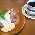 写真: キャラメルシフォンケーキ