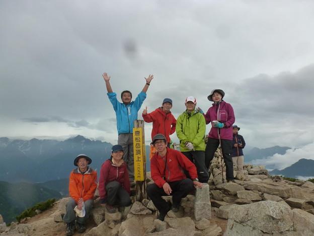 日本の山 剱岳を目指す!! 唐松岳から五竜岳 唐松岳頂上から左奥に剱岳