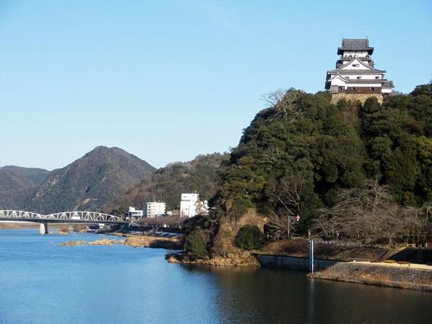 木曽川の畔に佇む犬山城