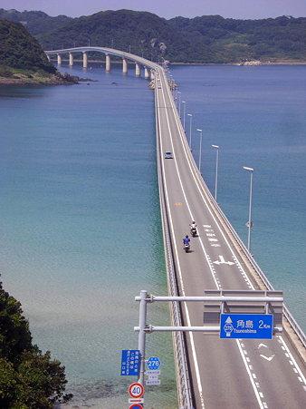 めにまるtsuyoshi角島大橋を渡る