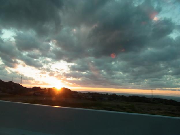 写真: 層積雲-つかのまの夕日