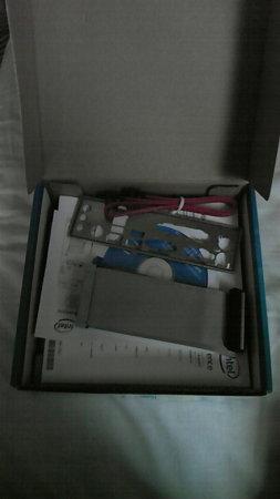 D945GCLF2の箱を開けると