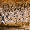カーラの上に鎮座しているヴィシュヌ神