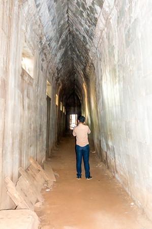 暗い第2回廊