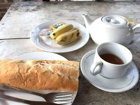 代わり映えの無い朝食