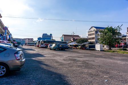 早朝のバスターミナル
