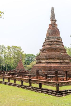 大きい仏塔ですな