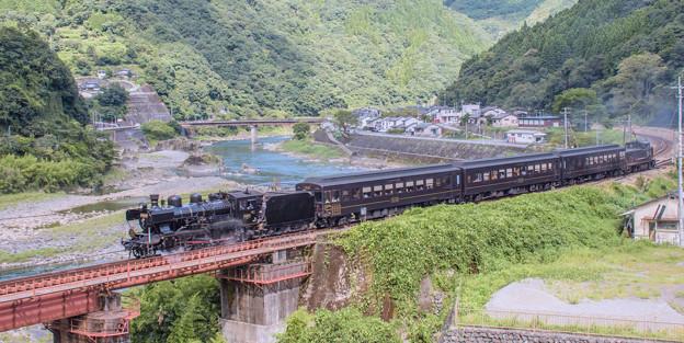 写真: river side (steam locomotive)