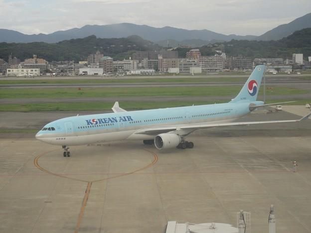 KOREAN AIR  HL7585