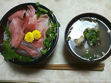 まぐろてんこ盛り丼&アサリ味噌汁