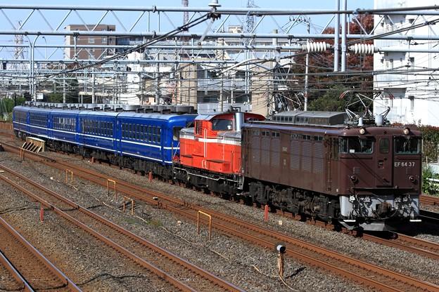Photos: 回9832レ EF64 37+DD51 842+12系 5両